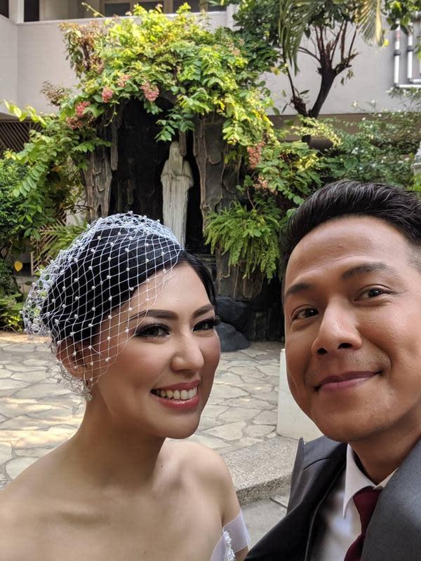 Meski telah merasakan menikah, Delon merasakan bahwa pernikahannya kali ini merasa gugup. Begitu juga dengan sang istri. (Instagram/delonthamrinofficial)