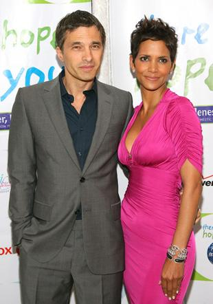 Halle Berry's New Man Moves the Web