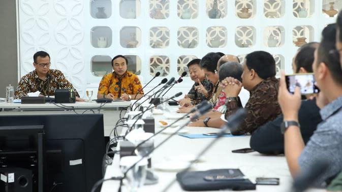 Menteri Kelautan dan Perikanan Edhy Prabowo menerima audiensi perwakilan Shrimp Club Indonesia (SCI), Petambak Muda Indonesia (PMI), dan Asosiasiasi Pengusaha Pengolah dan Pemasar Hasil Perikanan Indonesia (AP5I). (Dok KKP)