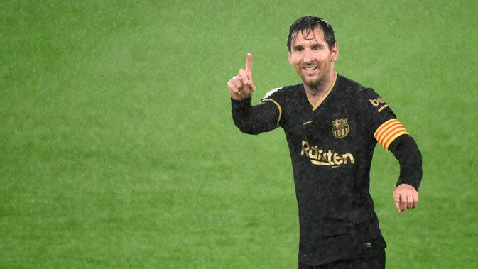 Penyerang Barcelona, Lionel Messi, merayakan kemenangan atas Celta Vigo pada laga lanjutan Liga Spanyol di Stadion Balaidos, Jumat (2/10/2020) dini hari WIB. Barcelona menang 3-0 atas Celta Vigo. (AFP/Miguel Riopa)