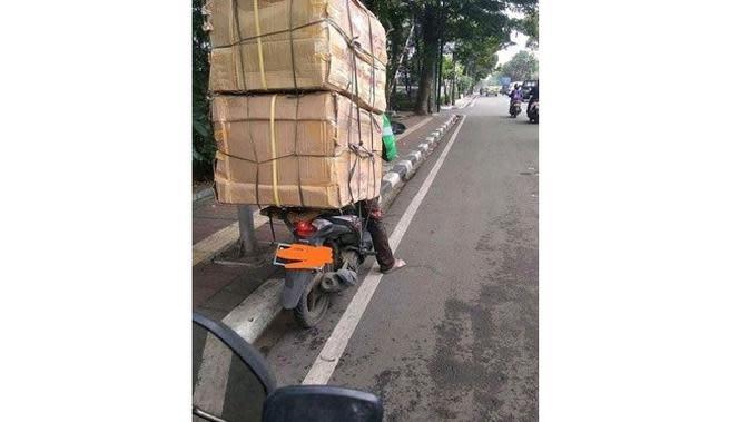 Potret 5 Driver Ojek Online Antar Barang Oversize Ini Perjuangan Banget (sumber: Instagram.com/receh.id)