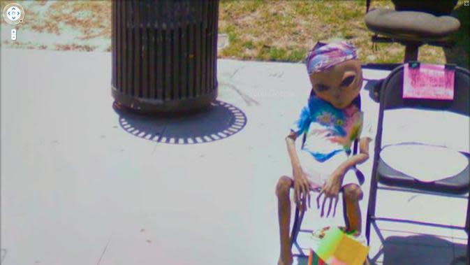 Tangkapan layar gambar alien di Google Street View (Jon Rafman/Google Street View)
