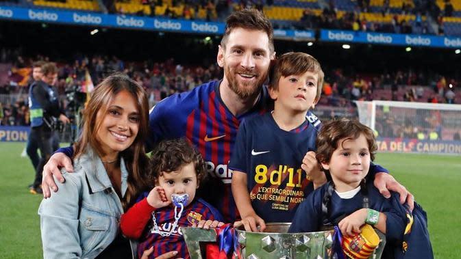 Lionel Messi dan Sang Istri (Sumber: Instagram/antonelaroccuzzo)