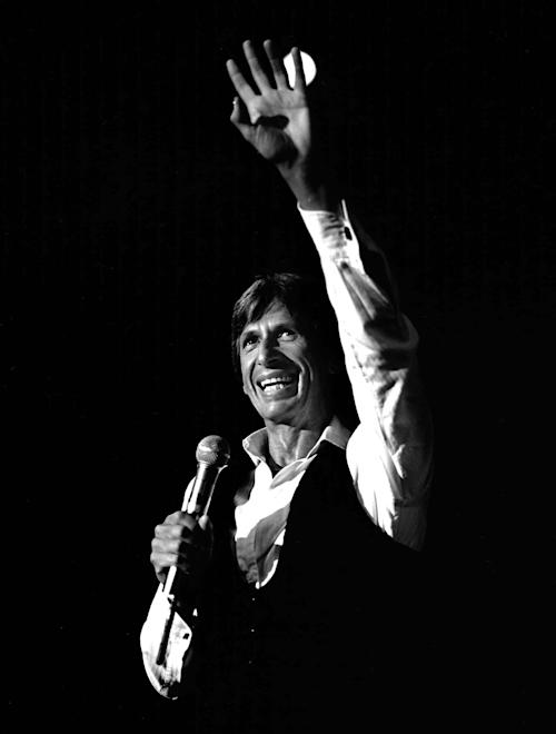 """This 1981 photo released by the Las Vegas News Bureau shows David Brenner at the Riviera. A spokesman for the family of the comedian says the """"Tonight Show"""" favorite has died. He was 78. Brenner died Saturday March 15, 2014, at his home in New York City, said Jeff Abraham, who was Brenner's publicist. (AP Photo/ Las Vegas News Bureau)"""