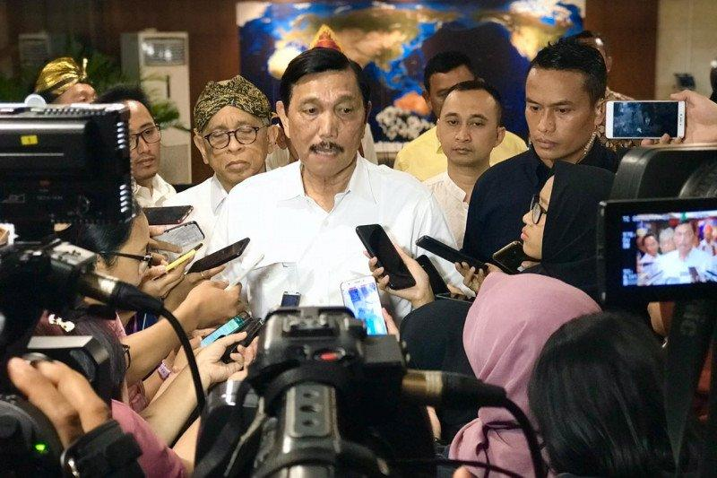 Luhut minta konsultan Indonesia bisa evaluasi kereta Jakarta-Surabaya