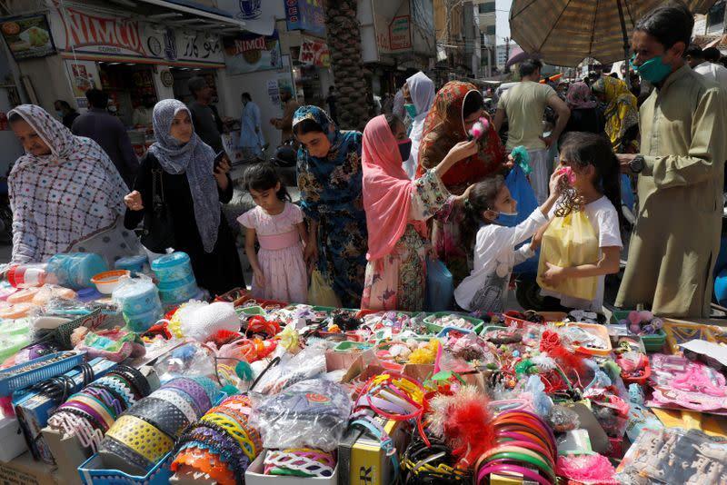 Markets teem as Pakistan's lockdown eases despite infection surge