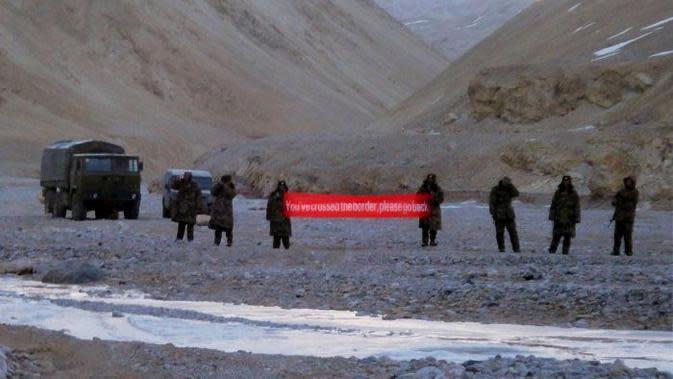 China mendesak India menarik tentaranya dari kawasan Himalaya yang dipersengketakan sebelum pembicaraan bisa dilakukan mengenai batas kedua negara. (AP)