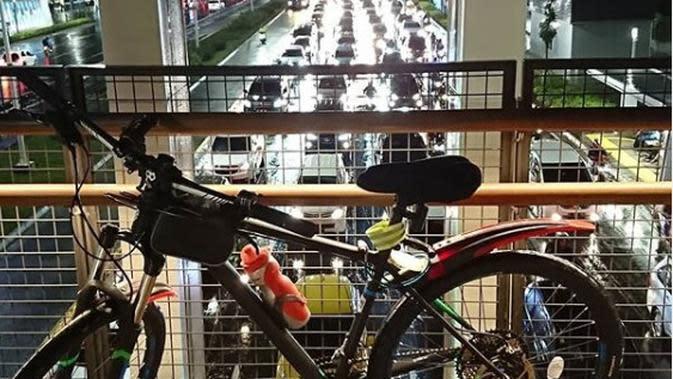 Apakah masih aman untuk bersepeda di masa pandemi virus Corona seperti sekarang ini? (Instagram @b2w_indonesia/@agiel_dc))