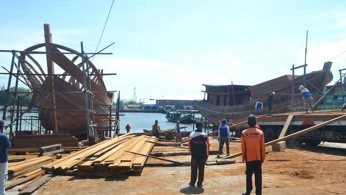 Galangan kapal Cilacap adalah salah satu yang terkenal di Indonesia. (Foto: Liputan6.com/Muhamad Ridlo)