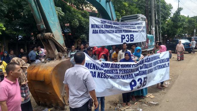 Pedagang Demo Tolak Revitalisasi Pasar Bantargebang Bekasi