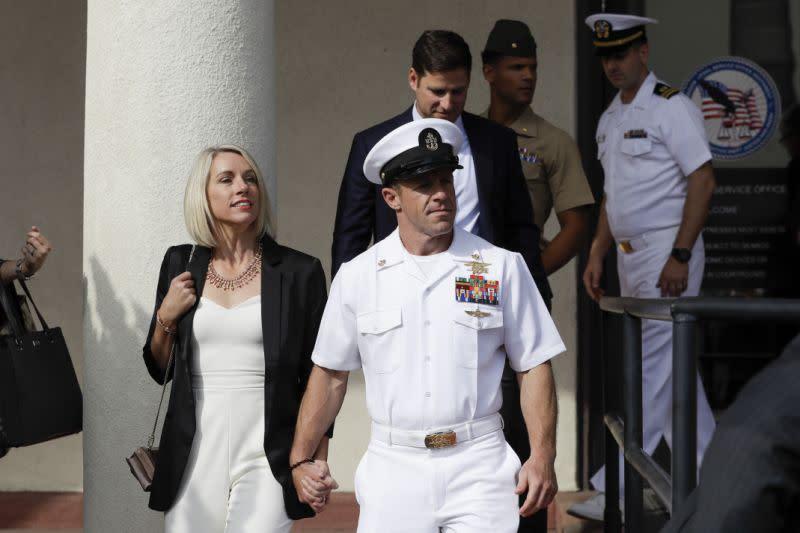 Angkatan Laut membatalkan ulasan untuk SEAL setelah pemecatan sekretaris Angkatan Laut