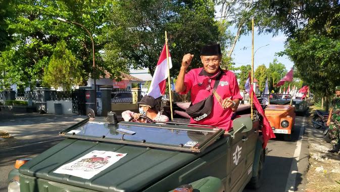 Diiringi Bergodo Gedruk dan bergodo Beksan Togog, PDIP Gunungkidul Daftarkan Bambang-Benjamin. (Foto: Liputan6.com/Hendro Ary Wibowo)