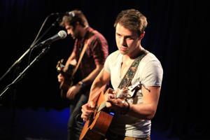 "Kris Allen Stays Strong With ""Titanium"" Mashup"