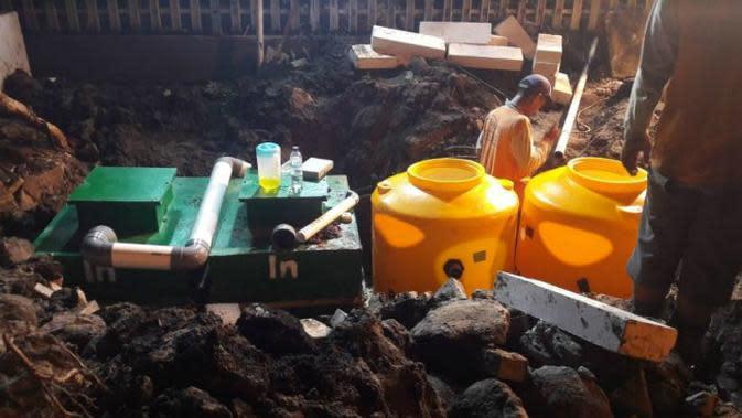 Pemasangan separator untuk semburan lumpur minyak dan gas di Perumahan Kutisari Surabaya. (Foto: Dok Istimewa)