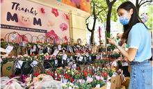 母親節前夕市民湧花墟買花 有檔主減價招徠