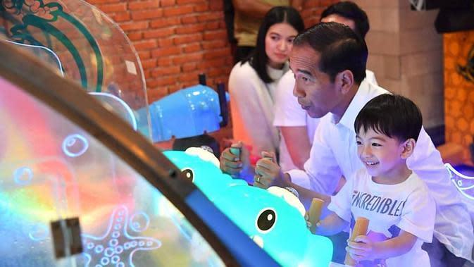 Jokowi dan Jan Ethes (dok. Instagram @jokowi/https://www.instagram.com/p/BvyumkEAoR3/Putu Elmira)