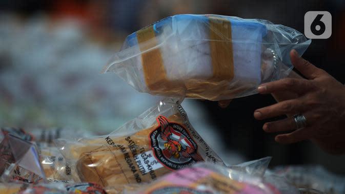 Barang bukti jenis sabu saat dimusnahkan di Lapangan Polda Metro Jaya, Jakarta, Kamis (2/7/2020). Polda Metro Jaya memusnahkan barang bukti narkoba jenis sabu seberat 1,2 ton. (merdeka.com/Imam Buhori)