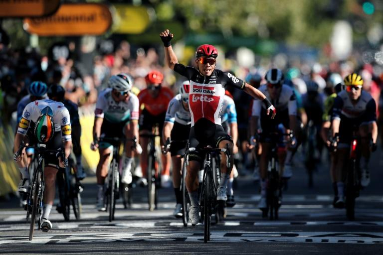 Ewan rockets to Tour de France bunch sprint victory