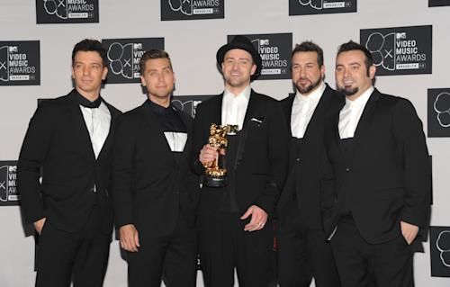 Justin Timberlake,center, winner of the Video Vanguard Award poses backstage with, from left, JC Chasez, Lance Bass, Joey Fatone and Chris Kirkpatrick of 'N Sync at the MTV Video Music Awards on Sunday, Aug. 25, 2013, at the Barclays Center in the Brooklyn borough of New York. (Photo by Evan Agostini/Invision/AP)