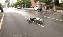 騎士詭撞安全島 人噴對向車道遭貨車輾斃