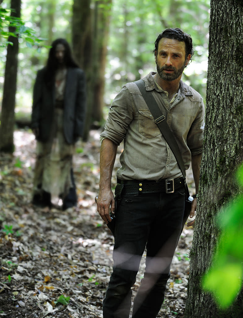 'Walking Dead' Season 4 Sneak Peek: Look Out Behind You, Rick! [Photo]