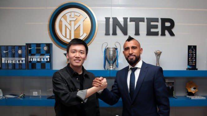 Resmi ke Inter Milan, Ritual Vidal Bikin Umtiti Muntah