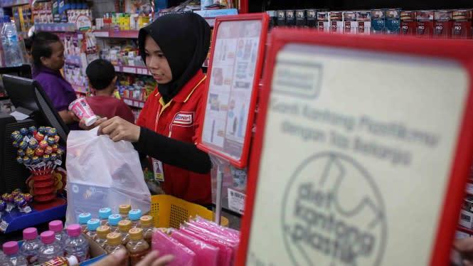Geger Info Belanja Masih Pakai Kantong Plastik Denda Rp250 Ribu