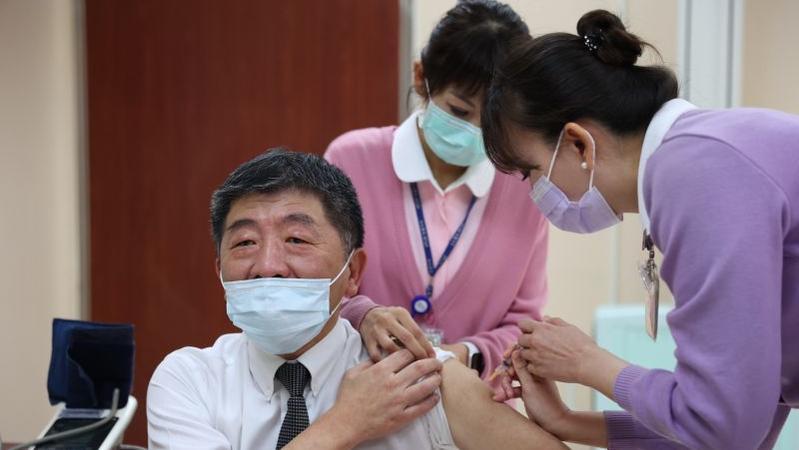 國產疫苗該不該走完第三期臨床試驗再上市?
