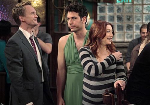 How I Met Your Mother Hot Shots: Ted's Hideous Green Dress Returns!