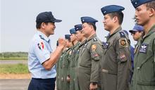 李副總長視導F-16V國慶參演部隊 肯定捍衛領空辛勞