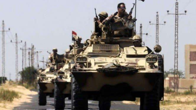 VIVA Militer: Konvoi kendaraan militer Mesir di Sirte, Libya