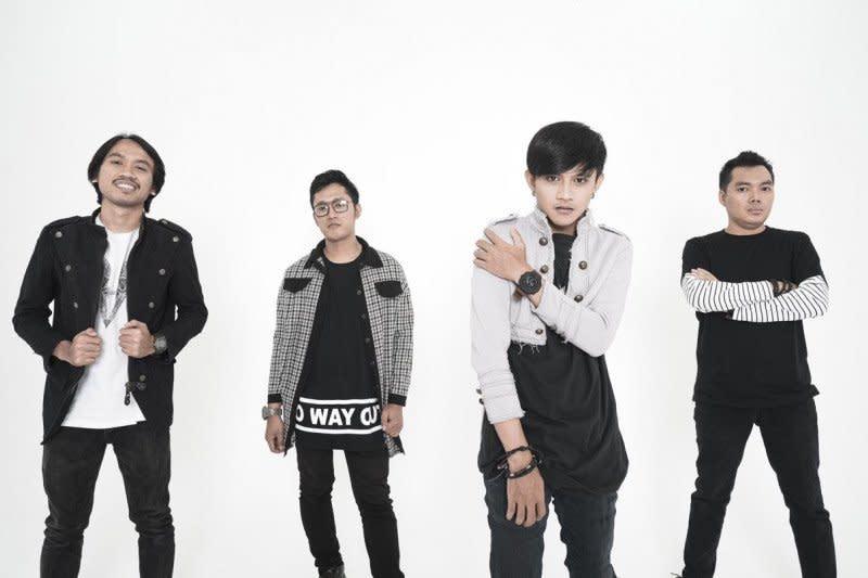 """Roxann gaungkan musik rock lewat lagu """"Siti Nurbaya 2"""""""