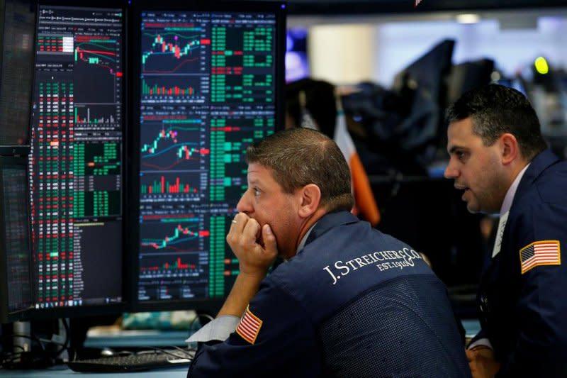 Wall Street tertekan sektor ritel, Indeks Dow Jones dan S&P jatuh