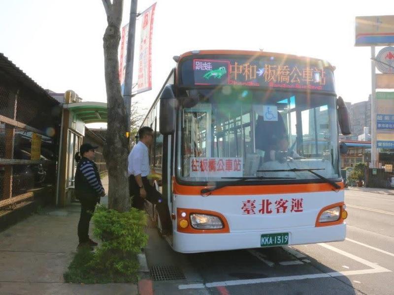 雙北公車7/1「上下車都要刷卡」」下車忘了刷會被鎖卡嗎?