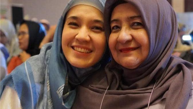 Potret Kebersamaan Dhini Aminarti dan Ibunda. (Sumber: Instagram.com/nina11shahab)