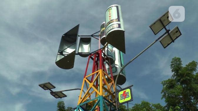 Penampakan menara pembangkit listrik tenaga angin - surya buatan siswa SMA Negeri 1 Mijen, Kabupaten Demak. (foto: liputan6.com/istimewa/felek wahyu)
