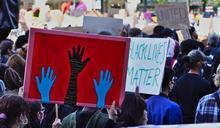 大清算?美國黑人抗議者朝白人喊:放棄房產滾出去!