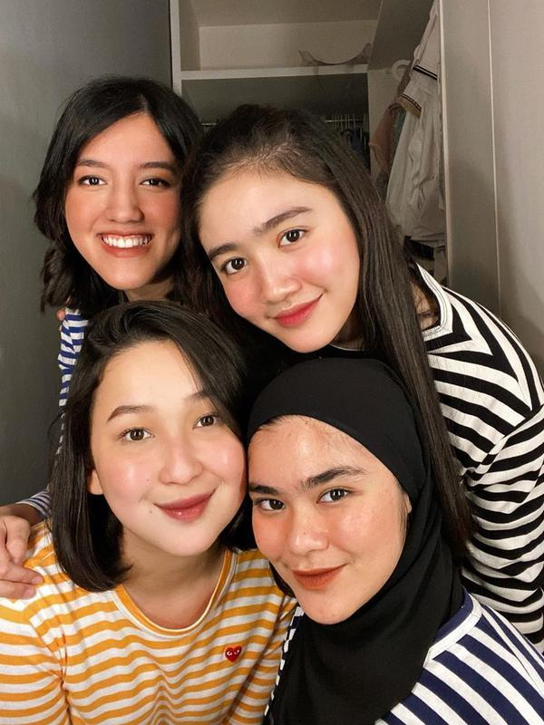 Momen Reuni Girlband Blink yang Tetap Kompak. (Sumber: Instagram.com/agthpricilla)