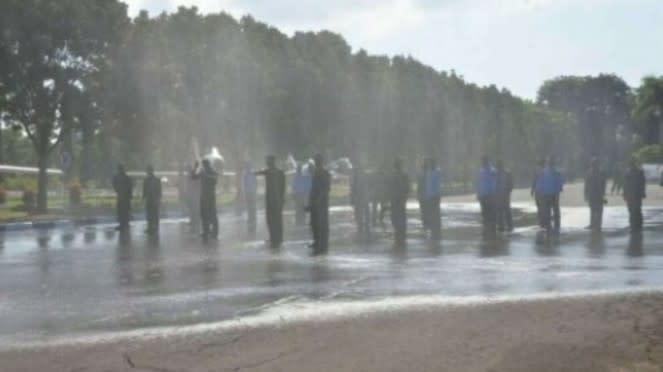 VIVA Militer: Tradisi Siraman Water Canon Sambut Perwira Baru di Lanud Iswahjudi