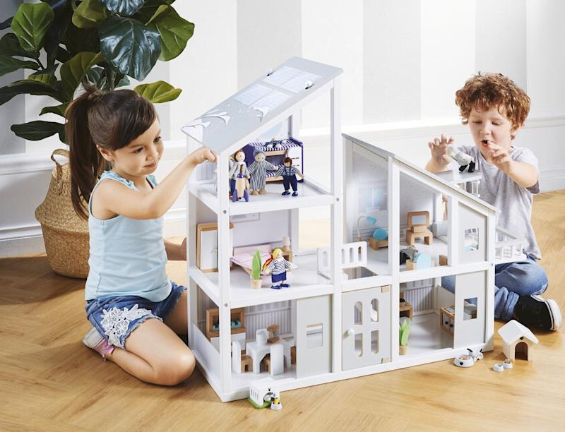 Aldi toy sale: $50 wooden dollhouse parents lining up for