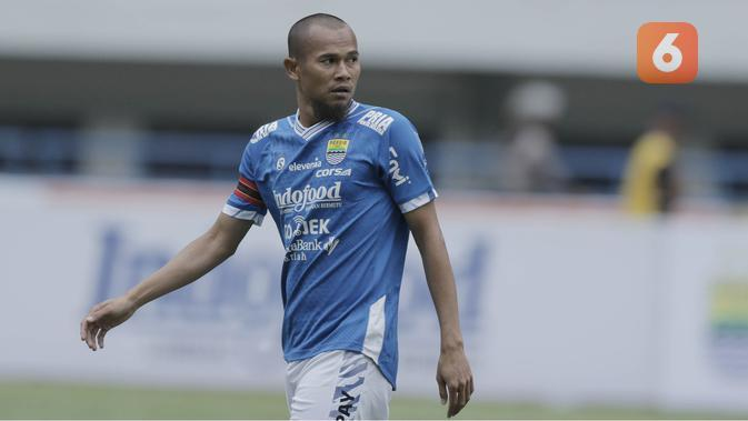 Bek Persib Bandung, Supardi Nasir, saat pertandingan melawan Arema FC pada laga persahabatan di Stadion GBLA, Bandung, Minggu (18/3/2018). Persib menang 2-1 atas Arema. (Bola.com/M Iqbal Ichsan)