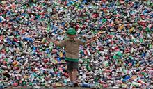 11歲男童回收百萬瓶罐行善 成功創業登人生巔峰