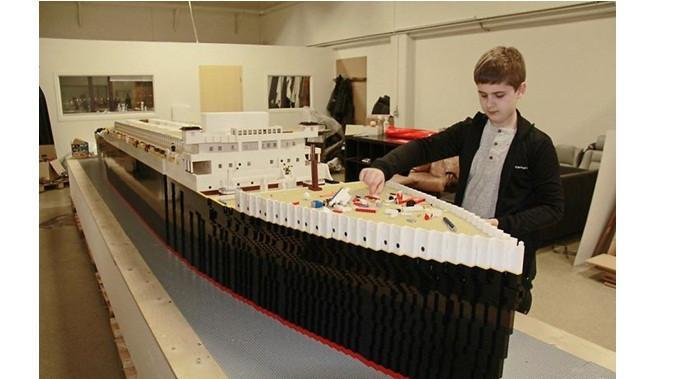 Miniatur kapal Titanic (Sumber: Boredpanda)