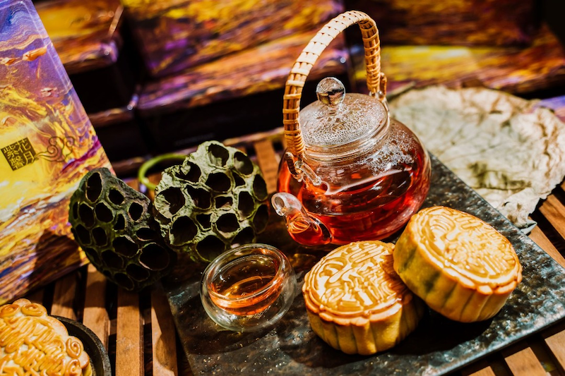 Get your set of mooncakes and tea in conjunction with the Mid Autumn Festival celebration from The Mall, Mid Valley Southkey. — Picture courtesy by Mid Valley City
