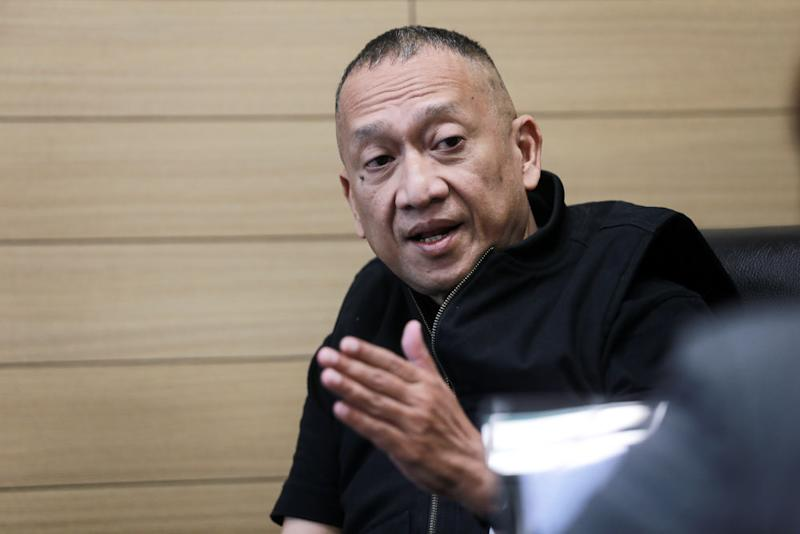 Datuk Seri Mohamed Nazri Abdul Aziz said that Umno would face the same fate if they remain with PN in GE15. — Picture by Ahmad Zamzahuri