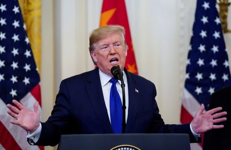 Di tengah keriuhan dan keluhan, Trump tandatangani perjanjian perdagangan AS-China