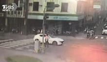 消防車鳴笛義交擋車 駕駛不滿態度爆口角