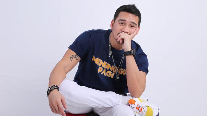 Pemeran dalam film Menunggu Pagi (2018) itu menceritakan ketika ibunya yang sudah pisah dengan ayahnya, harus menghidupi anak-anaknya. Pagi (Adrian Putra/Fimela.com)