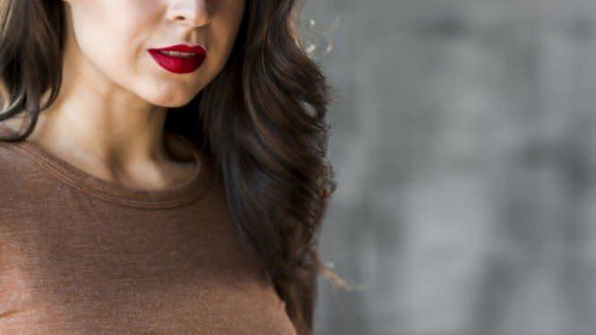 Tips Biar Lipstik Gak Gampang Nempel di Masker