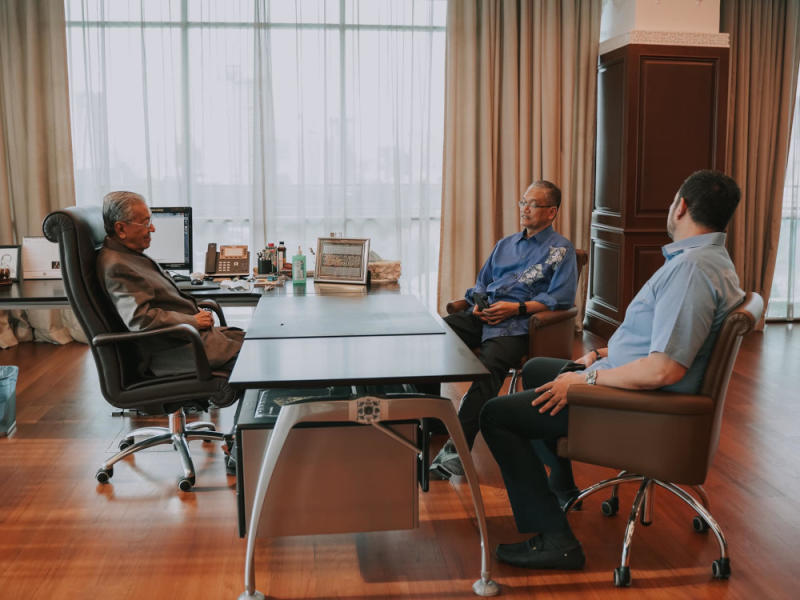 Tun Dr Mahathir Mohamad is seen in a meeting with Datuk Shahruddin Md Salleh together with former Parti Pribumi Bersatu Malaysia secretary-general Datuk Marzuki Yahya June 4, 2020. — Picture via Facebook/Dr. Mahathir bin Mohamad
